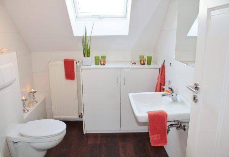 Czy płytki do łazienki zawsze muszą być neutralne?